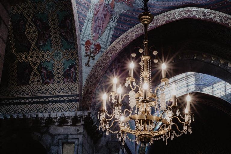 Żyrandol w kościele we Lwowie